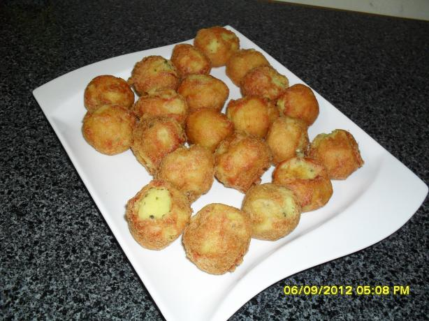 Batata Vada (Potato Balls in a Gram Flour Crust). Photo by niecyg