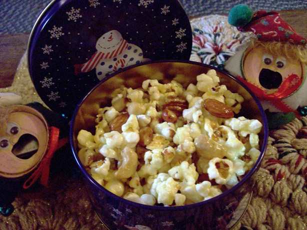 Christmas Tin  Popcorn Snack. Photo by Aunt Paula