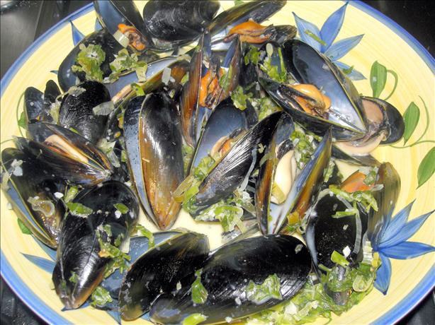 Steamed Mussels With Wine and Cream. Photo by Jewelies