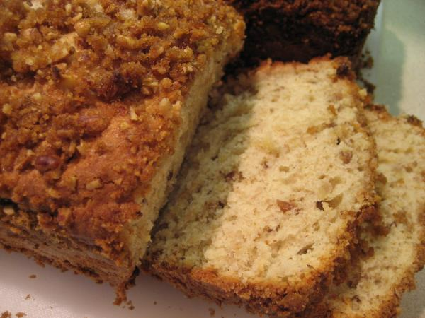 Crispy Cinnamon Streusel Banana Nut Cream Cheese Bread. Photo by Hazeleyes