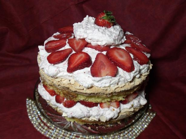 Strawberry Meringue Cake. Photo by Darkhunter