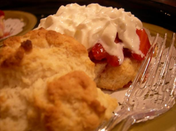 Easy Strawberry Shortcake. Photo by Divaconviva