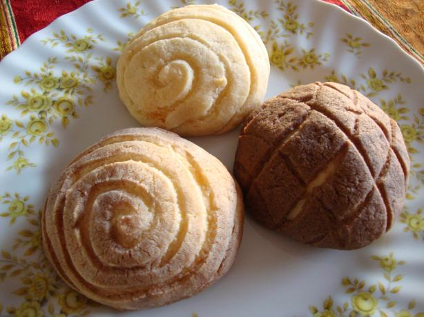 Conchas (Mexican Sweet-Topped Buns). Photo by Velouria