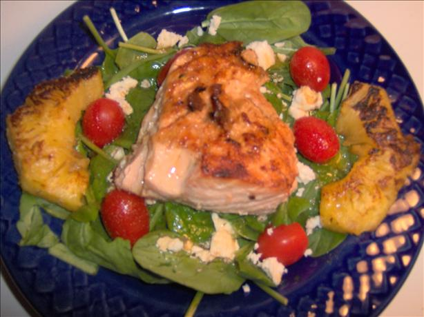 Grilled Salmon Spinach Salad. Photo by Sharon123