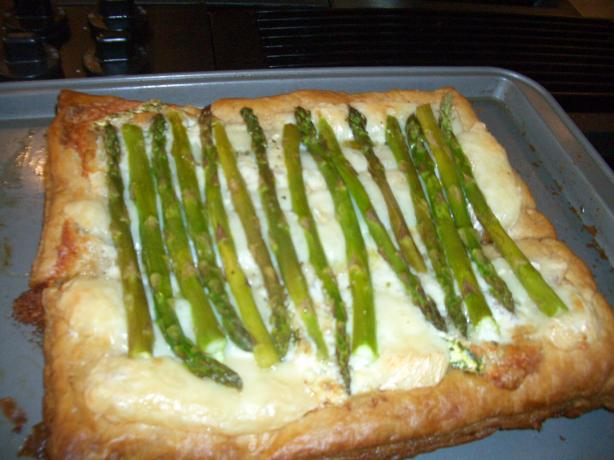 Asparagus and Brie Open Pastry. Photo by chia
