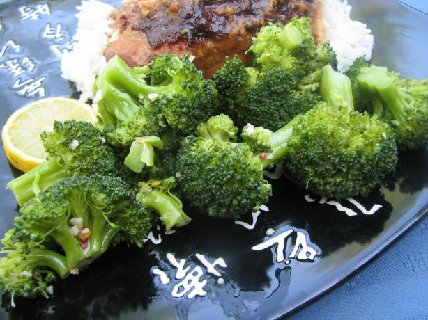 Microwave Lemon Garlic Broccoli. Photo by lazyme