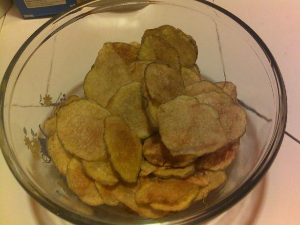 Homemade Low Calorie Potato Chips. Photo by Pacocase