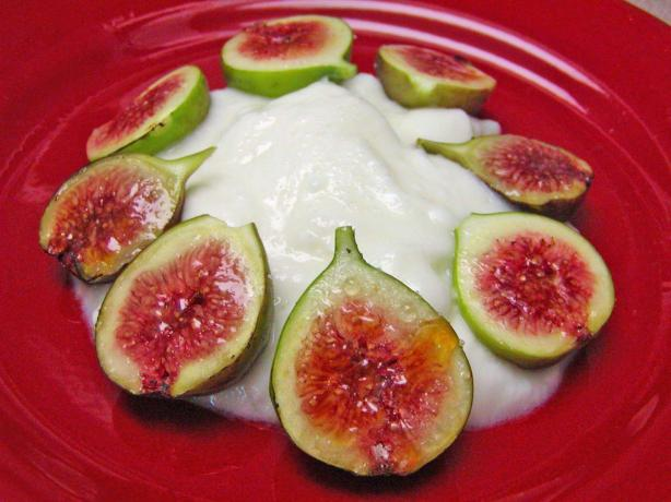Broiled Figs and Yogurt. Photo by Rita~