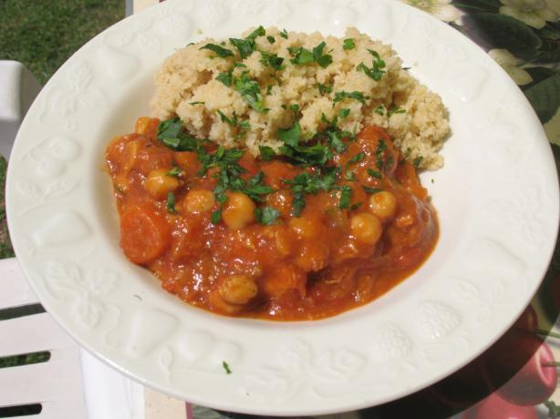 Easy Crock Pot Moroccan Chicken, Chickpea and Apricot Tagine. Photo by MsPia