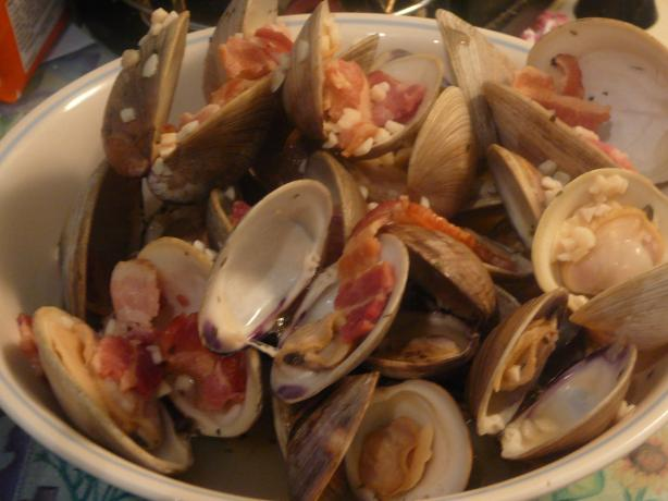 Clams in Garlic & White Wine. Photo by BLUE ROSE