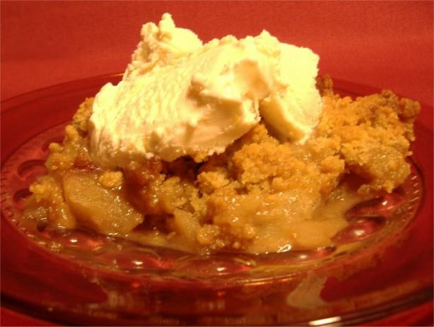 Quick & Easy Apple Crisp. Photo by Deb's Recipes