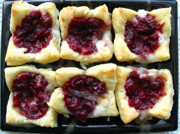 Cranberry Brie Bites. Photo by flower7