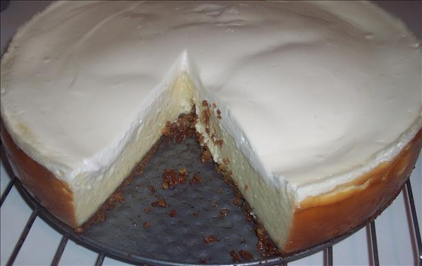 Vanilla Bean Cheesecake With Walnut Crust. Photo by looneytunesfan