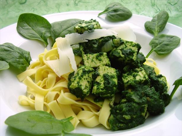Light Spinach Pasta With Tofu. Photo by Thorsten