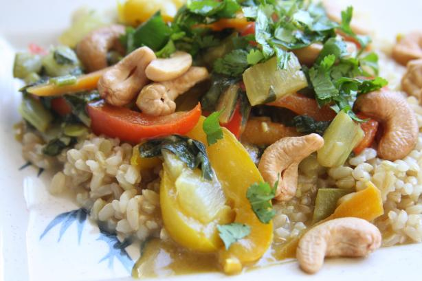 Colorful Cashew Curry. Photo by Enjolinfam