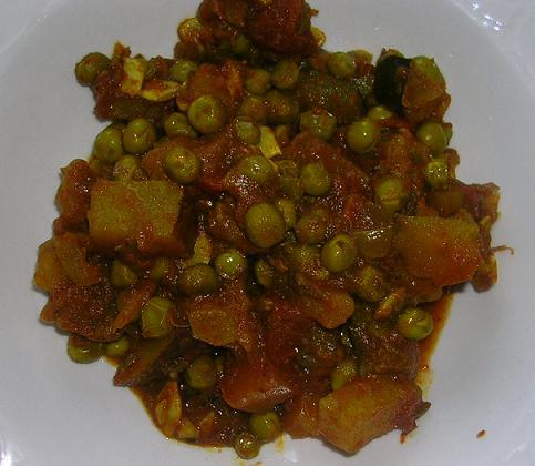 Potato and Pea Curry. Photo by Sharbysyd