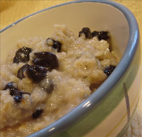 Vanilla Blueberry Oatmeal. Photo by Bev