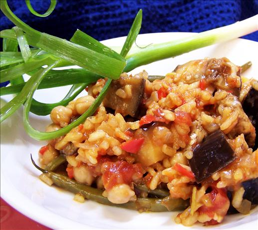 Vegetarian Paella. Photo by PaulaG