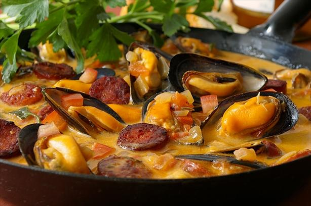 Mussels With Chorizo , Tomato and Wine. Photo by Thorsten