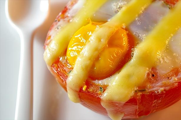 Baked Eggs in Tomato Cups. Photo by Thorsten
