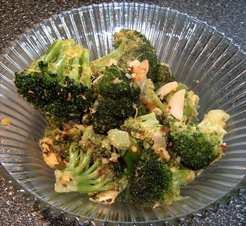 Broccoli With Garlic and White Wine. Photo by Mikekey