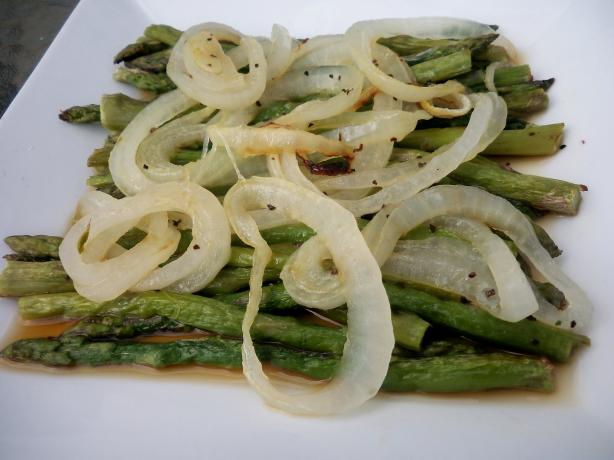 Roasted Asparagus With Onions. Photo by *Parsley*