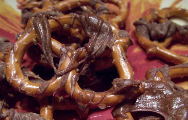 Super Simple Chocolate Covered Pretzels. Photo by Elly in Canada