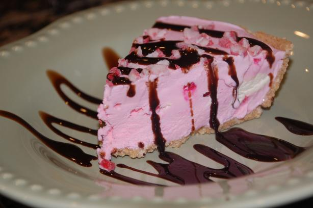 Easy Peppermint Ice Cream Pie. Photo by Mommy Diva