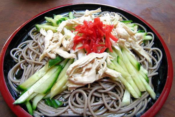 Soy Chicken and Green Tea Noodle Salad. Photo by Rinshinomori