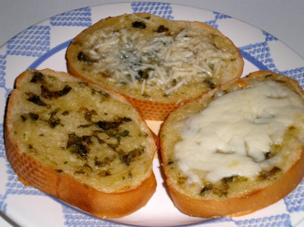 Fresh Basil Roasted Garlic Toast. Photo by mailbelle