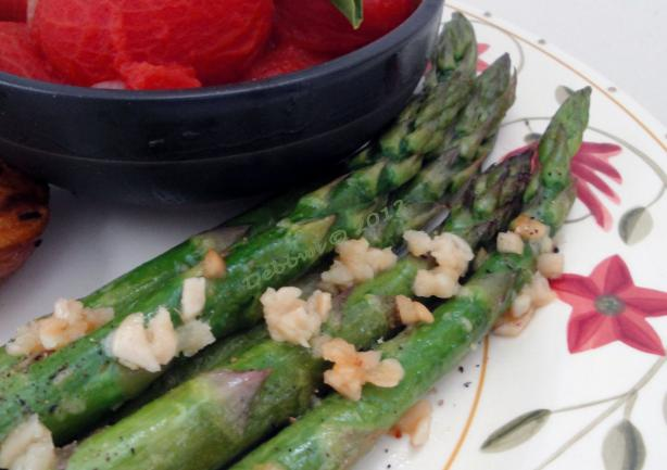 Baked Garlic Asparagus. Photo by Debbwl
