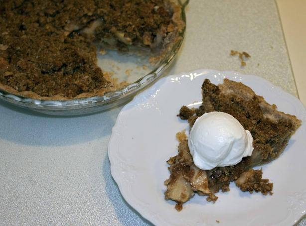 Anme's Apple Crumb Pie. Photo by Riverside Len