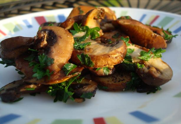 Champinones Al Ajillo (Garlic Fried Mushrooms). Photo by Starrynews