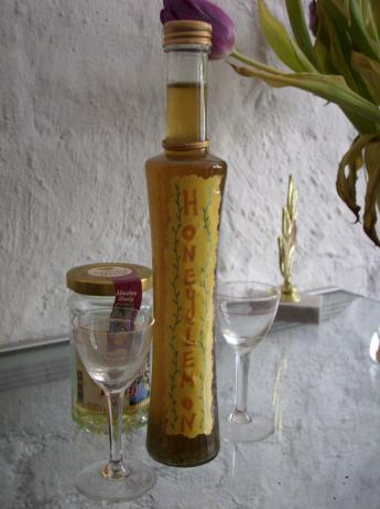 Quick Honey Liqueur (Grietai Pagamintas Krupnikas). Photo by Lalaloula