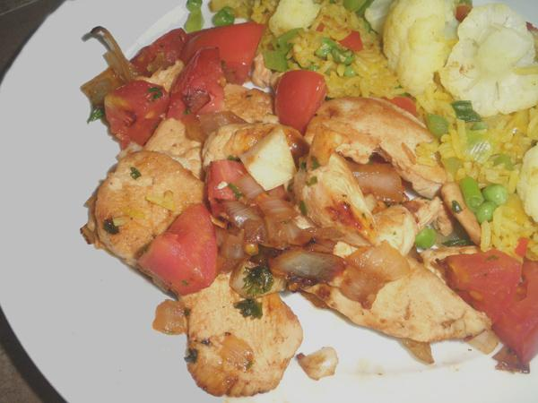 Chicken Saut&eacute; With White Wine and Tomatoes. Photo by Bergy