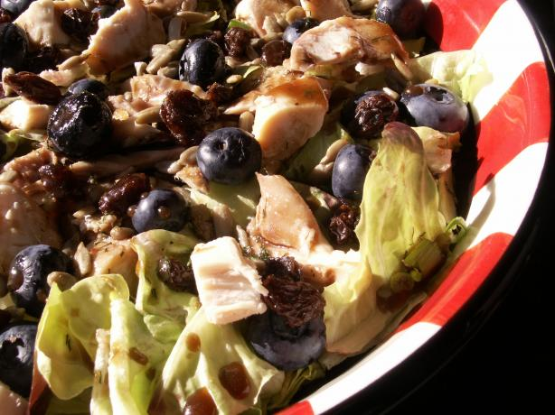 Spinach Salad With Grilled Chicken & Blueberries. Photo by JanuaryBride