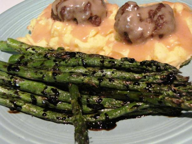 Grilled Asparagus With Balsamic Syrup. Photo by loof