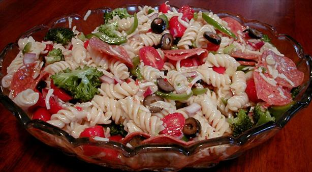 Pasta Salad Con Salami. Photo by ms_bold