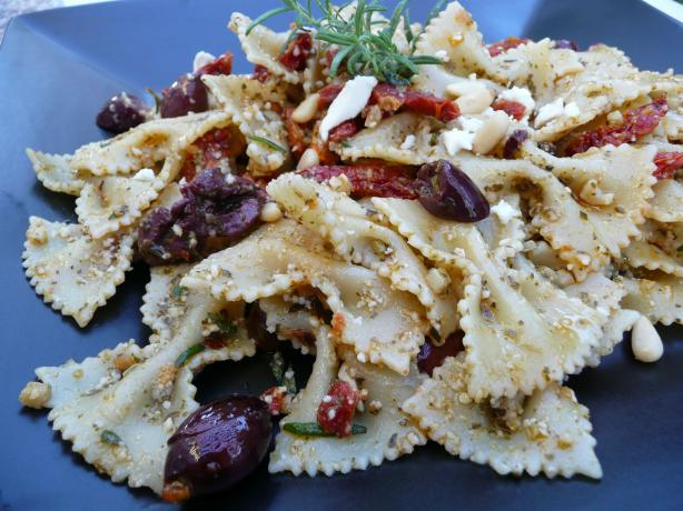 Bow Tie Pasta With Sun-Dried Tomatoes and Kalamata Olives. Photo by cookiedog