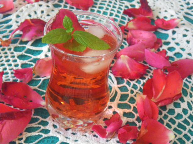 Iced English Rose Tea. Photo by awalde
