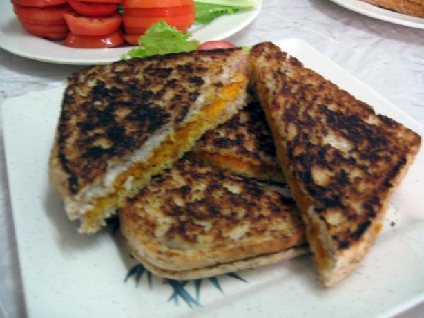 "Vegan Grilled ""cheeze"" Sammiches!. Photo by Enjolinfam"