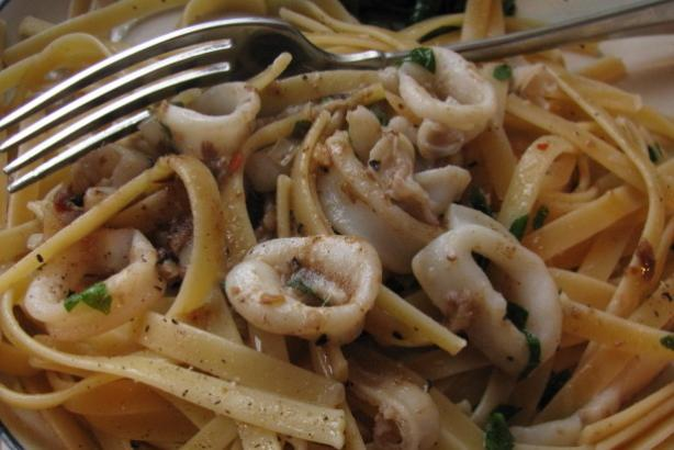 Linguine With Calamari and Garlic. Photo by iris5555