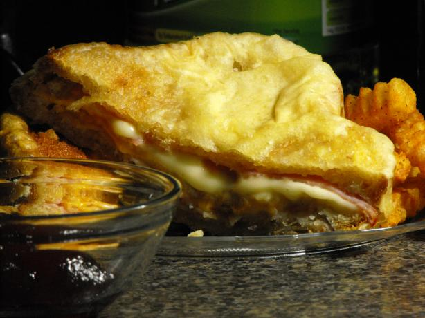 Bennigans Monte Cristo Sandwich. Photo by LenScapon