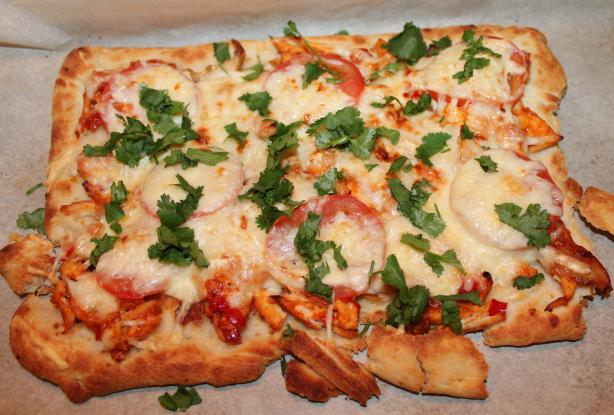 Easy and Tasty Barbecue Chicken Pizza. Photo by Boomette