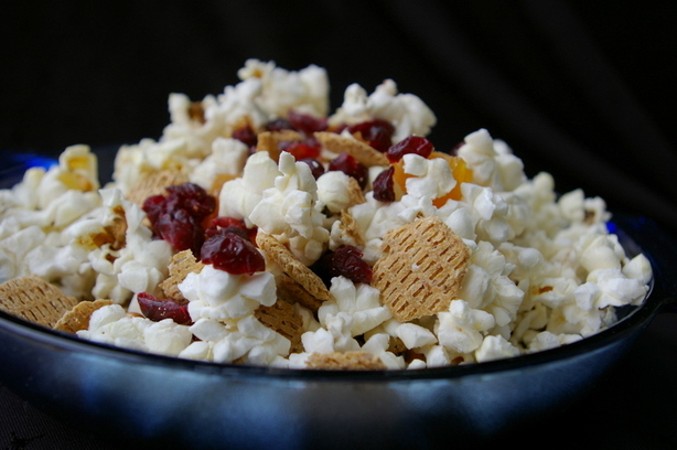 Popcorn Snack Mix (No Nuts). Photo by Redsie