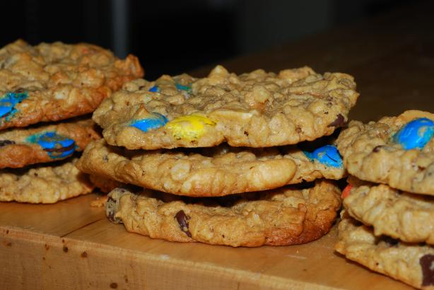 Oats and Peanut Butter Giant Cookies. Photo by Katzen