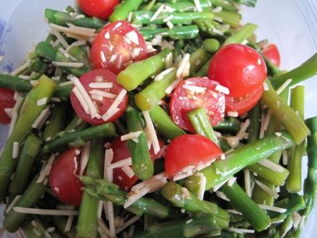 Ww Balsamic Asparagus and Cherry Tomato Salad. Photo by xflisa