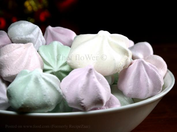 Basic Meringues With Variations or a Large Pavlova. Photo by Chef floWer