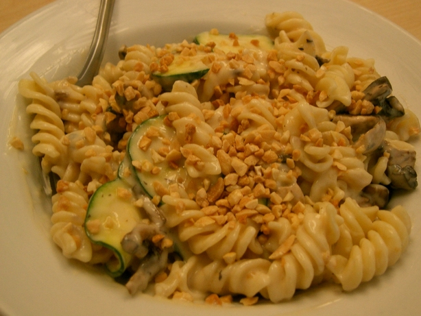 Macaroni & Zucchini Salad. Photo by Sonya01