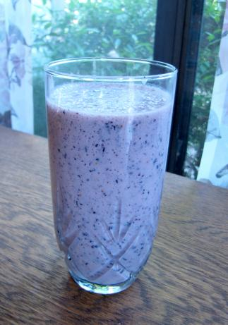 Blueberry and Green Tea Smoothie. Photo by loof